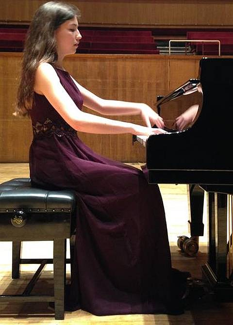 Image of Elena from Pinner performing at the Fairfield Hall